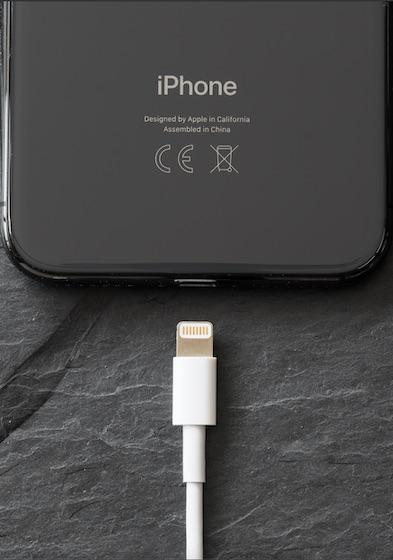 Подключите кабель к вашему iPhone