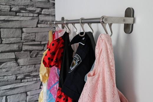 Verkleedkleding organiseren met handdoekenrek Ikea