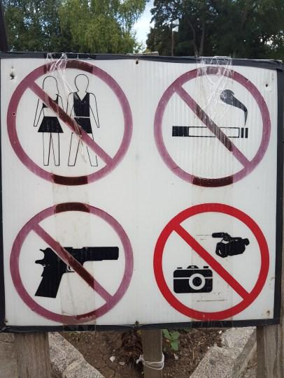 kosovo-signs