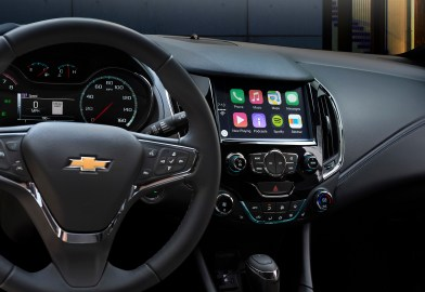 Like the exterior, the Cruze's interior – and the instrument panel in particular – features lean, muscular and layered surfaces built around the Chevrolet-signature dual-cockpit theme.