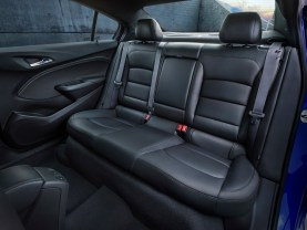 The 2016 Cruze offers more rear legroom (36.1 inches / 917 mm) and two inches (51 mm) more rear knee room and more spaciousness.