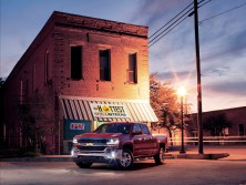 2016-chevrolet-silverado-lt-at-restaurant-005-1