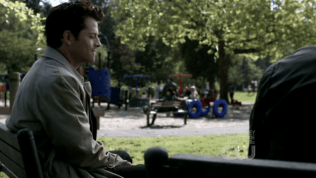 Ta không biết lời nói đùa của Dean buồn cười chỗ nào, nhưng Cas vẫn cười. *ôm mặt* Dễ thương quá~~