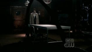 Anna biến mất, để lại một mình Cas trong phòng, tiếp tục lắng nghe và chờ đợi.