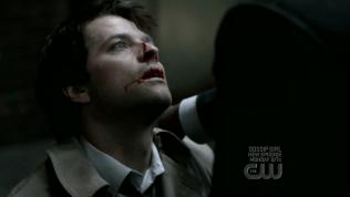 Tiếc là Cas bị bất lợi. Sau đó nhờ có Anna mà Uriel bị giết.