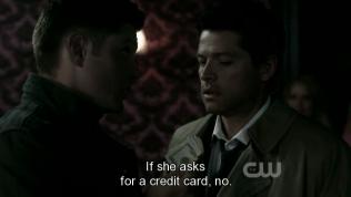 """*Đưa tiền* - """"Nếu ẻm đòi trả tiền thẻ thì không được nhé."""""""