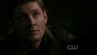 Dean TL suy nghĩ và gật gù =)))) *Móe, thế này mà bảo anh không gay a?* (Dean TL mặc áo xanh lá, Dean hiện tại mặc áo xanh nha*)