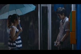 Cãi nhau, để Pie bớt giận thì Kim đi mua bánh chocolate về cho Pie giữa mưa ~