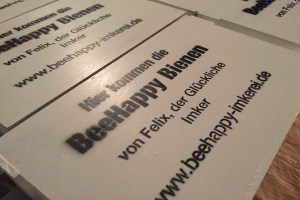 BeeHappy Bienenbox mit Aufschrift