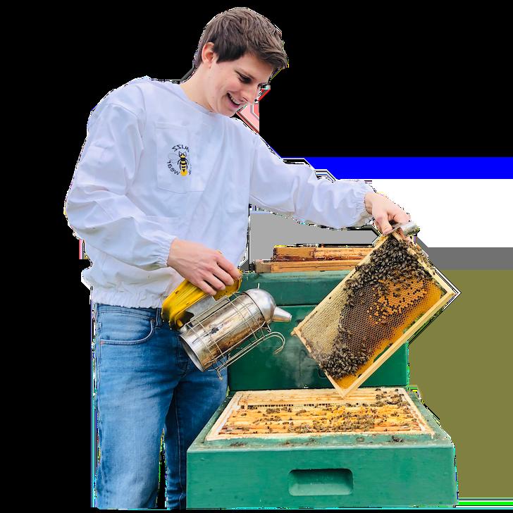 Imker Felix Mrowka von BeeHappy links