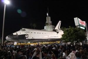 Space Shuttle Endeavor| Los Angeles 2012||Space-X launches its first astronauts into space