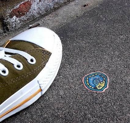 Ben Wilson peint des chewing gums dans les rues de Londres