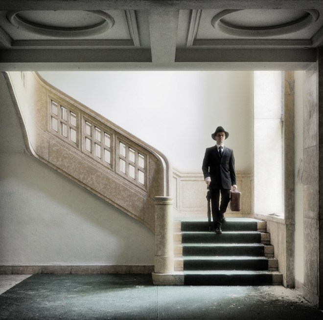 The Traveller In The Staircase - Ralph Graef