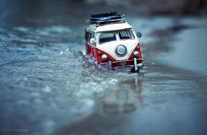 Riding Away from Winter / Kim Leuenberger