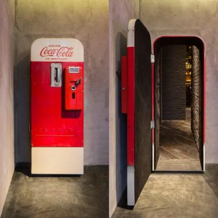 Un bar à l'intérieur d'un distributeur Coca-Cola