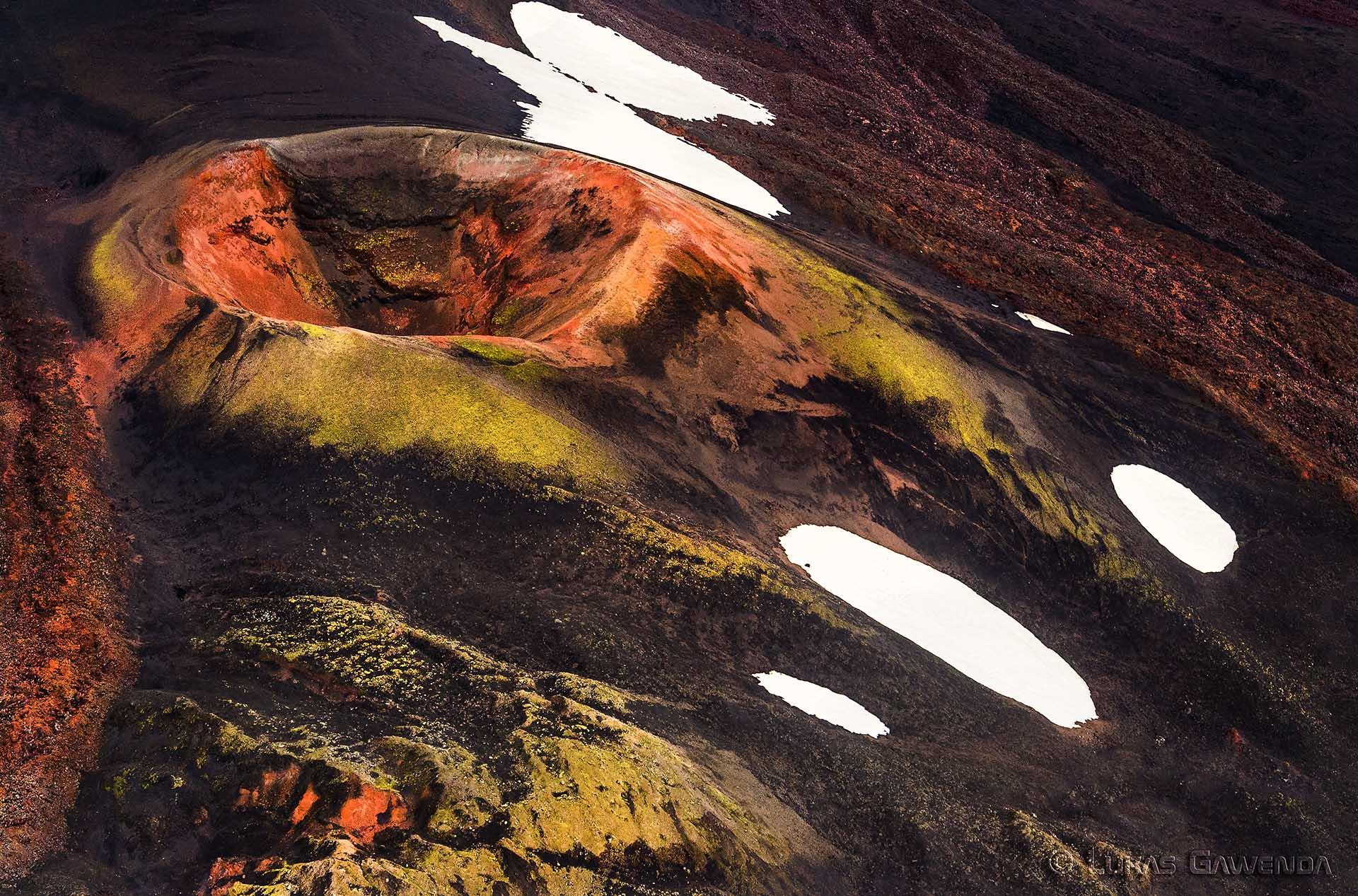 Vulkankrater - Aerials - Lukas Gawenda