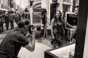 marc bolsius fotografeert voor het brabants dagblad bezoekers met 'een verhaal over de jaren tachtig'