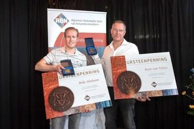 Mike Slotboom en Koen van Velzen nemen Natuursteenpenning 2016 in ontvangst