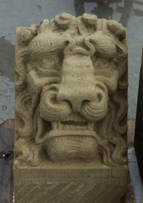 Leeuwenkop (Grotesk) in Udelfanger zandsteen, kopie