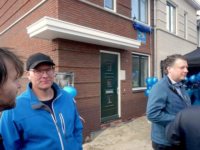 Koen van Velzen at the unveiling of the plaque from the Blue Tram street. Ten house signs after designs by cartoonists