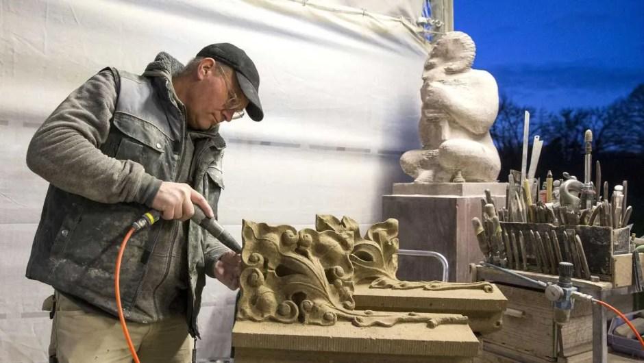 beeldhouwer Koen van Velzen