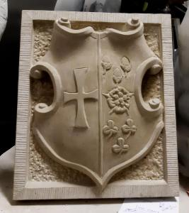 small coat of arms in Udelfanger sandstone completed