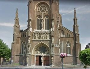 toestand van de voorgevel van de Lambertuskerk in Veghel vóór herstel van de arcaturen