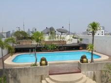 19 - Bangkok - hotel rooftop swimming pool