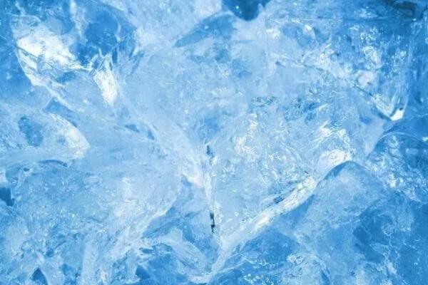 透明な氷 作り方 溶けにくい
