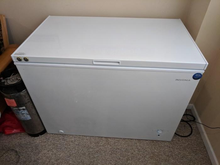 Insignia 10.2 cu ft Chest Freezer