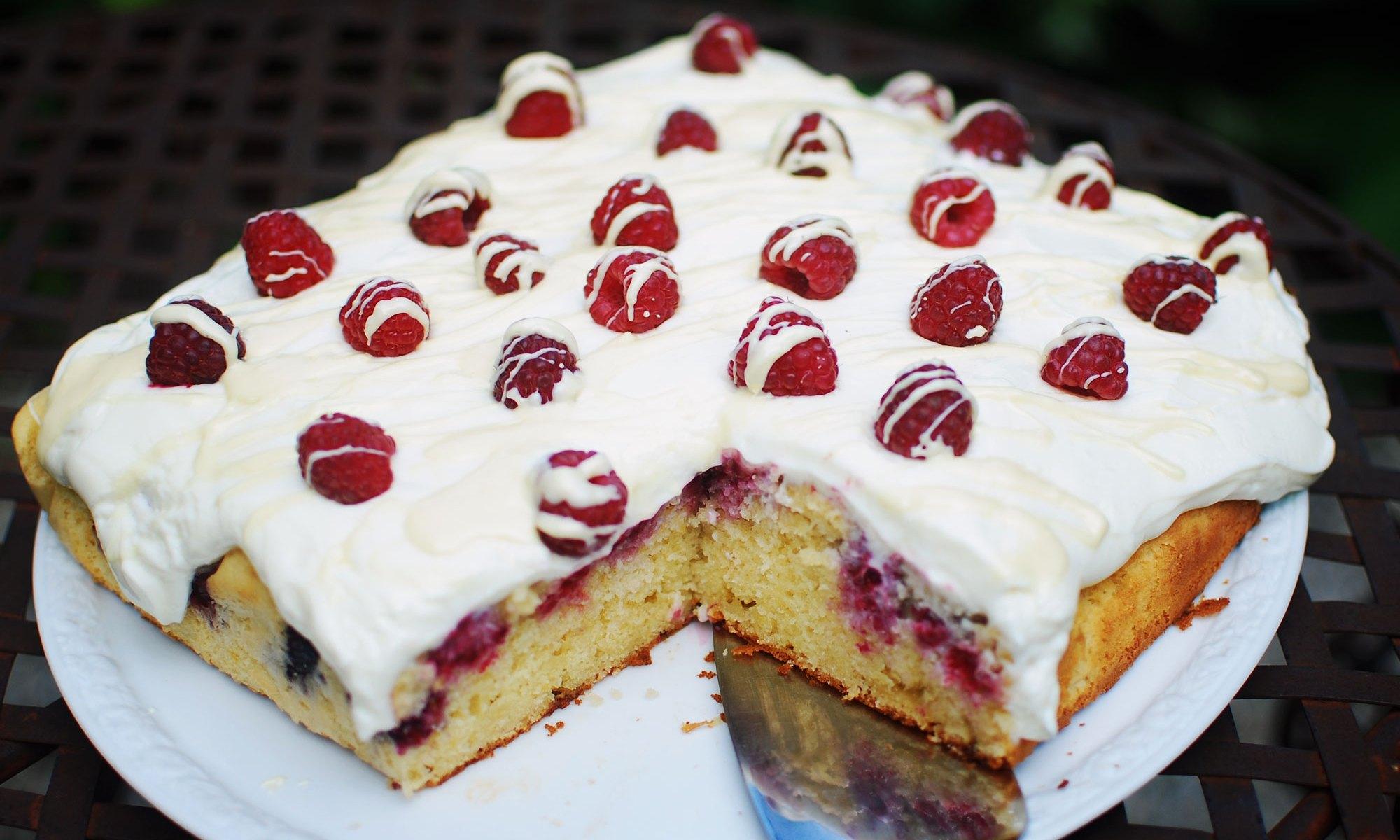 Kuchen mit Frischkäse, Quark und Himbeeren