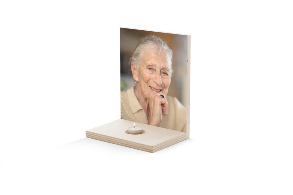 Foto op hout, Uitvaart Foto paneel met kaars persoonlijk vicky