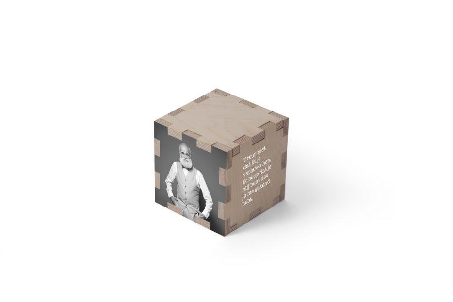 Urn kubus hout persoonlijkurn hout natuurlijk print persoonlijk uitvaart asbestemming print Beerenberg