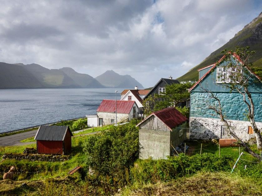 Faroe Islands Kunoy Färöer Inseln Blick über das Dorf