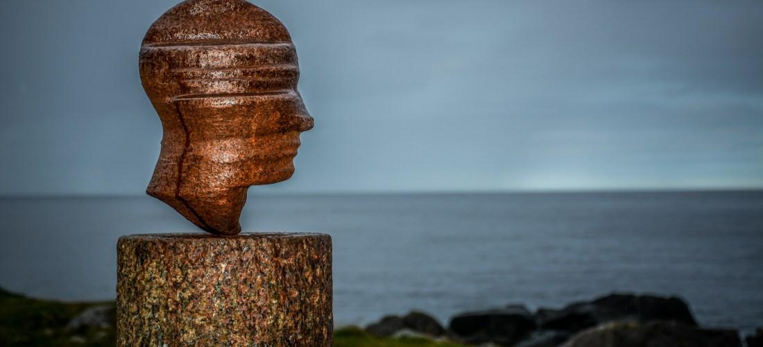 Kunstwerk von Markus Raetz. Die Skulptur, die bei Eggum auf Vestvågøy Lofoten Norway