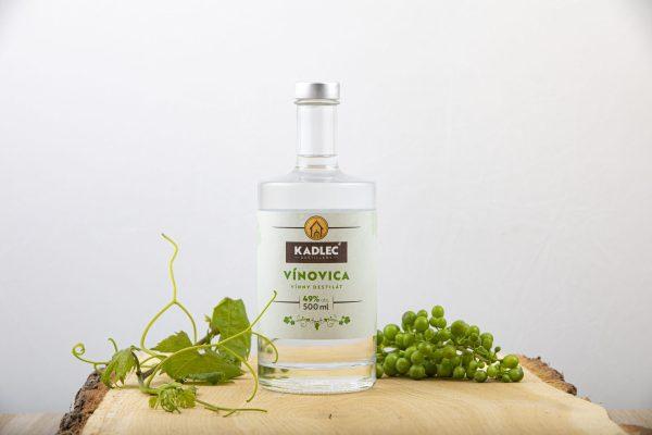 Vínovica; Vínovica 49%; Kadlec Destillery; destilát; Kadlec; hroznový destilát