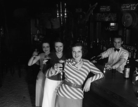 Lady beer lovers, 1933