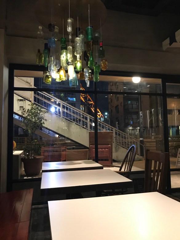 Rise & Win Brewing Co. Kamikatz Taproom Inside 1 ・ライズアンドウィンブルーイングカンパニー カミカツタップルーム店内1