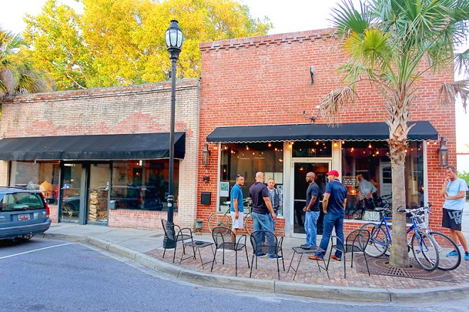 Downtown-Beaufort-Old-Bull-Tavern