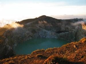 Mt. Kelimutu, panorama dalla cima di uno dei laghi principali