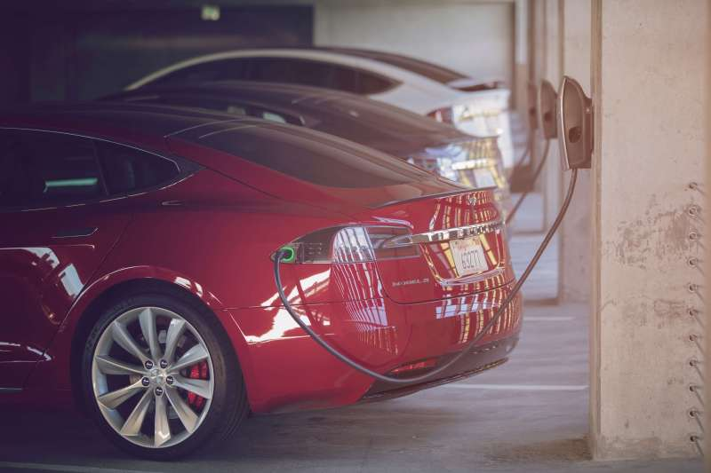 Recharger son véhicule électrique sur une borne Tesla
