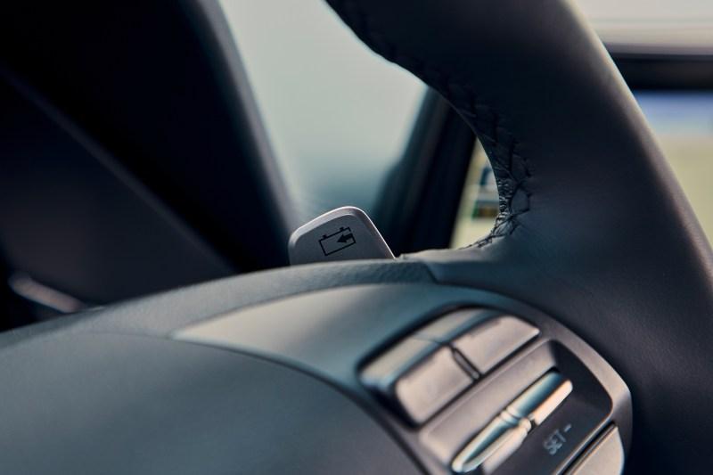 Hyundai IONIQ electric 38 kWh palette au volant