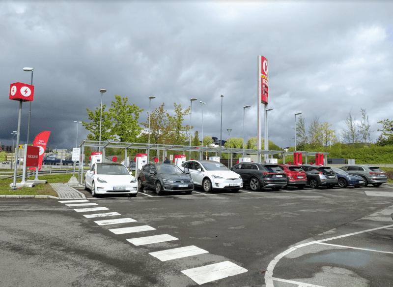 La station Circle K de Økern a été équipée de 6 bornes 50 kW et de 2 bornes 150 kW