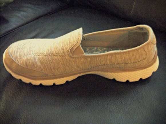 Shape of memory foam shoe