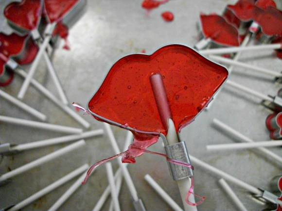 Homemade lollipops using metal molds. Before3pm.com