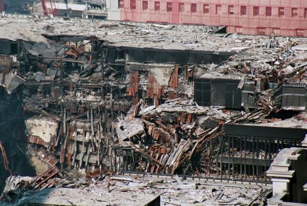 046 24 600x402 - Salen a la luz unas exclusivas fotografias del 11 de Septiembre