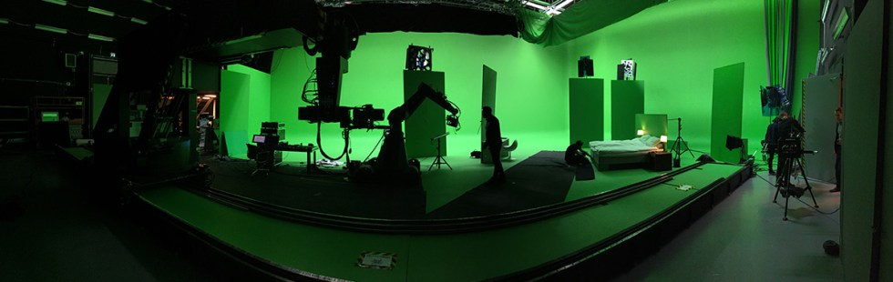 Behind the scenes from the greenscreen and motion control shoot on 'Echo'