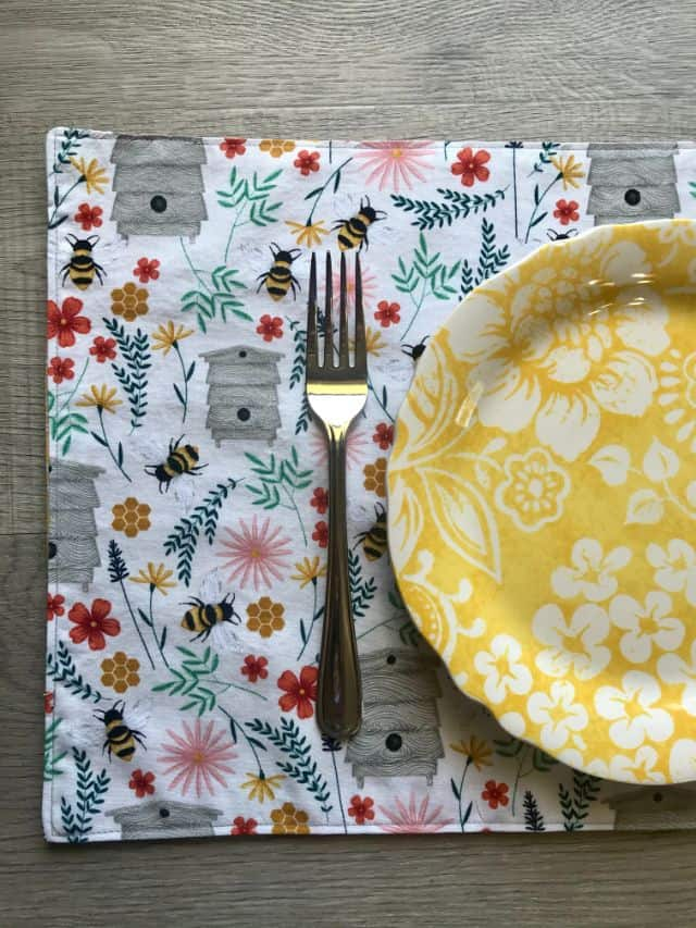 Easy Reversible Fabric Placemats - Sewing Tutorial