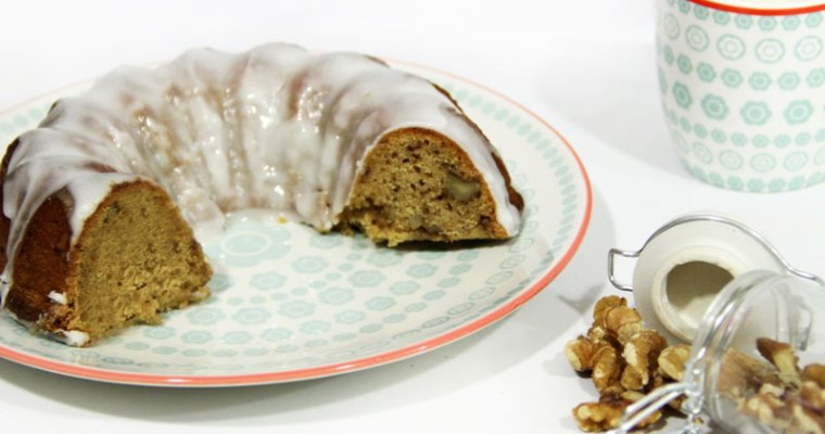 Bundt cake vegano con nueces