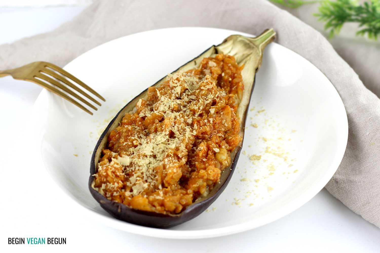 Berenjena rellena de quinoa y soja texturizada (versión rápida sin horno)